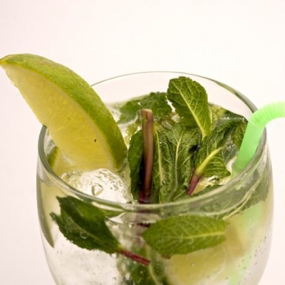 Mojito+being+served+by+Fitzers+Catering